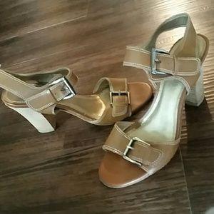 Wonderfully simple, yet elegant high-heeled shoes